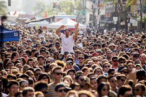 Crowd at Old Pasadena 2014. Courtesy of BuzzLA via Make Music Pasadena
