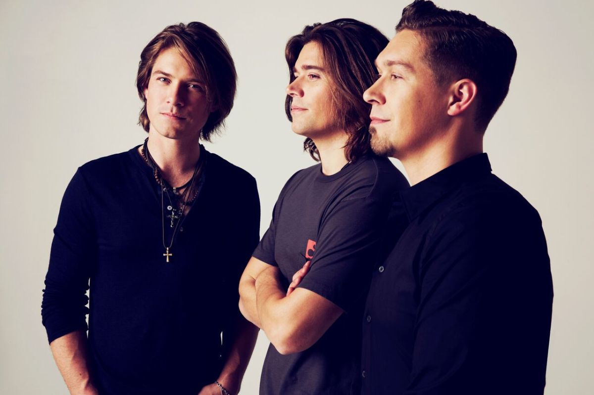 From Boys to Men: Hanson's 'String Theory' is a Renewed Love